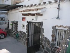Cave House, 4 Bedrooms, BUJ002