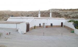 Cave House, 9 Bedrooms, SRN367