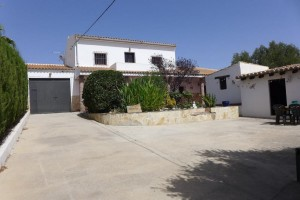 Rural Property, 5 Bedrooms, SRN372