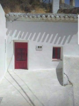 Cave House, 3 Bedrooms, SRN053