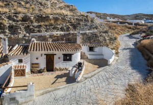Cave House, 3 Bedrooms, SAL072