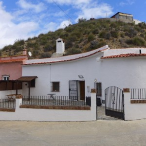 Cave House, 3 Bedrooms, SAL075