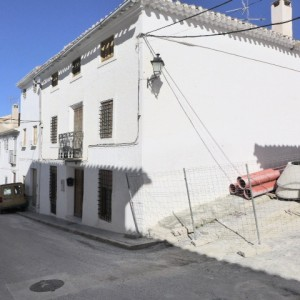 Town House, 8 Bedrooms, SAL082