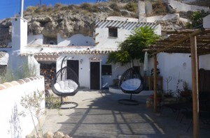 Cave House, 3 Bedrooms, SAL105