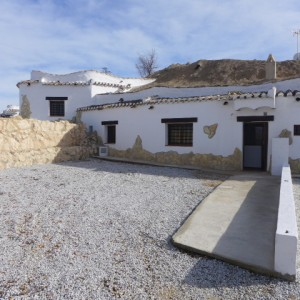 Cave House, 2 Bedrooms, SAL125
