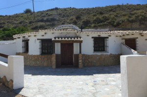 Cave House, 3 Bedrooms, PDG098