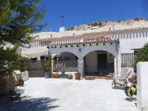 Cave House, 3 Bedrooms, SAL166
