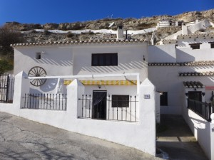Cave House, 3 Bedrooms, SAL258